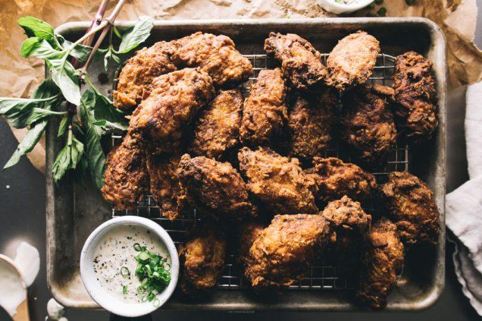 Ali di pollo fritto al latticello
