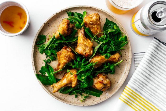 Ali di pollo in salsa di pesce stile Pok Pok