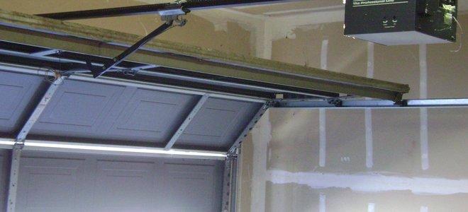 Apriporta per garage a vite sostituzione della lampadina
