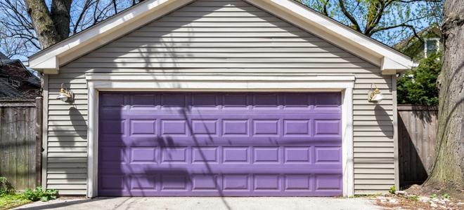 Come dipingere una porta da garage in vetroresina