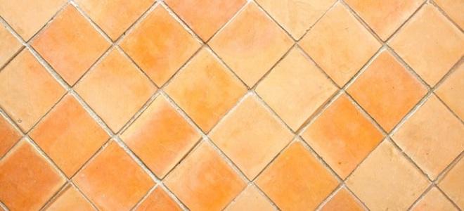 Come rimuovere laccumulo di calcio sul pavimento di una doccia