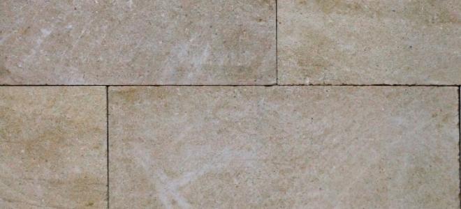 Come rimuovere la cera dalle piastrelle di pietra
