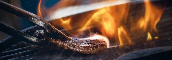 Cosa mangiare in un barbecue mentre rispetti i tuoi obiettivi