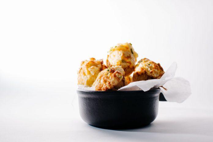 Muffin al formaggio cheddar dolce e salato