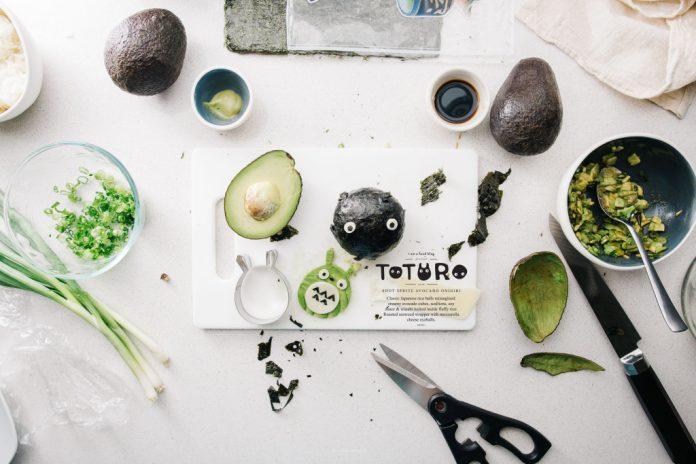 Onigiri di avocado fuliggine Totoro
