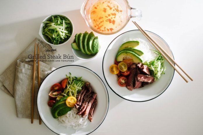 Ricetta della ciotola vietnamita e della ciotola di vermicelli