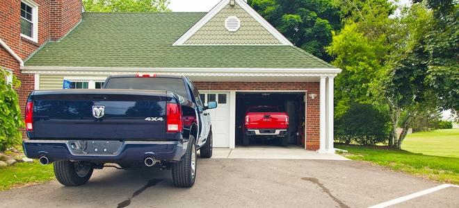 Riparazione della molla della porta del garage punte