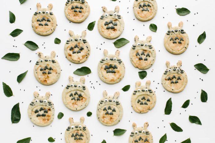 Biscotti Totoro di Doodle di Sesamo nero e caramello Snicker