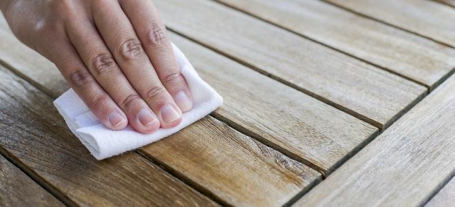 Come rimuovere le macchie di grasso dal legno