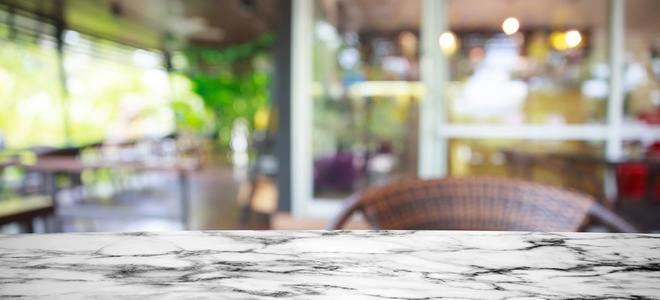 Cura e riparazione di pulizia del marmo
