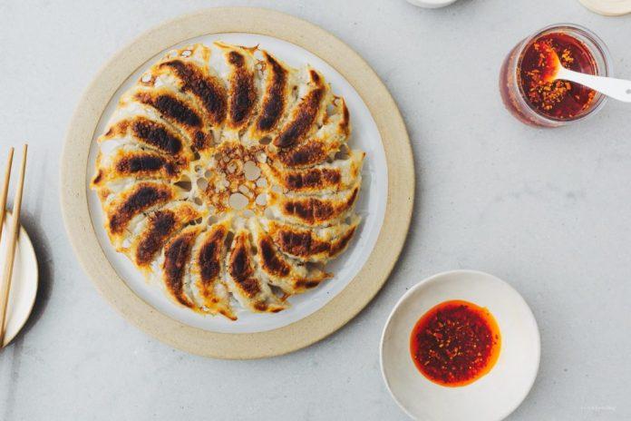 Ricetta cinese dello gnocco di Potsticker dellaglio e della carne