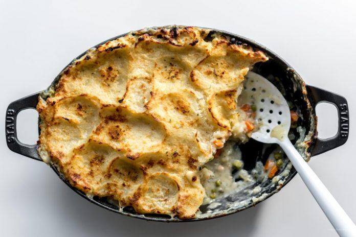 Ricetta della torta di tacchino in cima alla patata