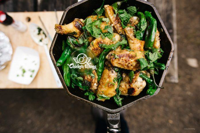 Salsa di pesce fritto in padella Ali di pollo con