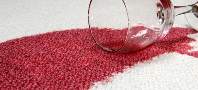 Smacchiatura pulizia delle macchie di succo di mirtillo rosso