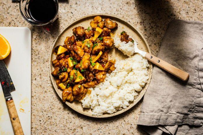 Una ricetta di pollo arancione al forno facile e salutare