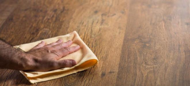 Come rimuovere le macchie di inchiostro dai pavimenti in legno