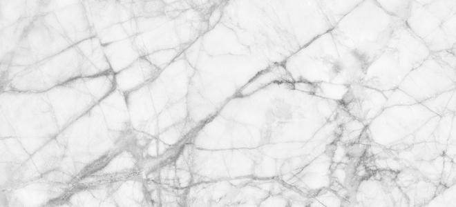 Come rimuovere le macchie di olio colorate dal marmo