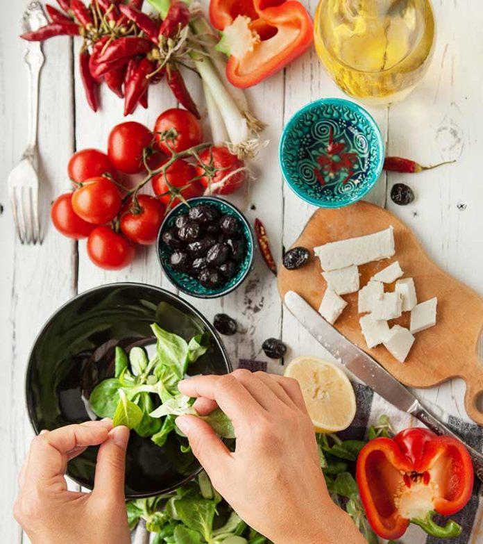 Il miglior cibo mediterraneo per ormoni sani