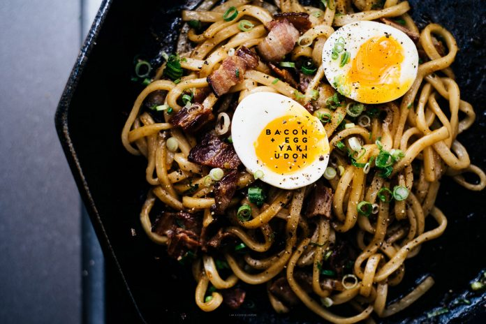 Pancetta e uova Yakiudon