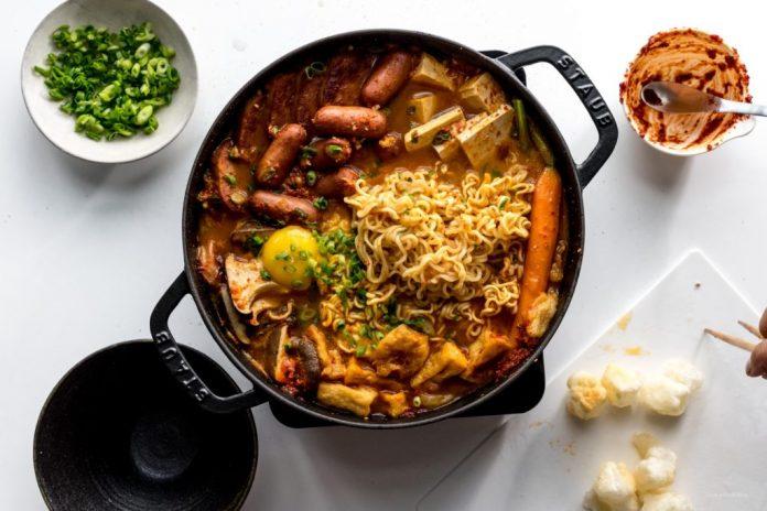Ricetta stufato dellesercito coreano Budae Jjigae