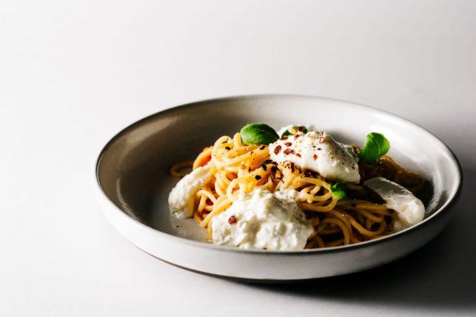 Spaghetti Pomodoro Basilico e Burrata