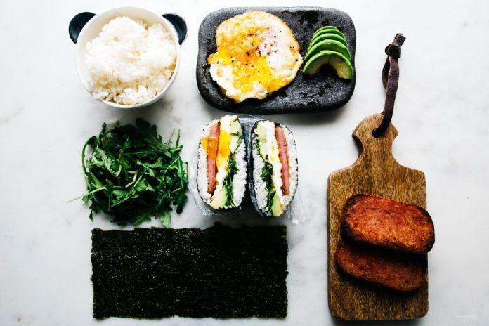 Spam e uova Onigirazu
