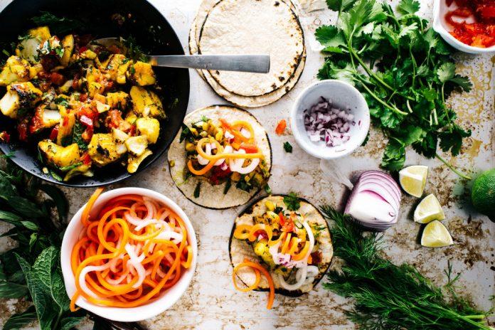 Tacos di pesce vietnamiti con carote sottaceto e Daikon