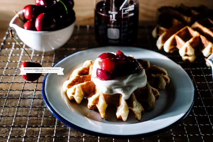 Ricetta Waffle al latticello con salsa di ciliegie Bourbon