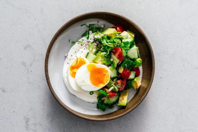 Ricetta ciotola colazione Jammy uova e yogurt