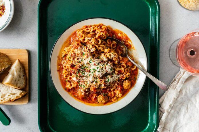 Spaghetti fatti in casa con mini polpette
