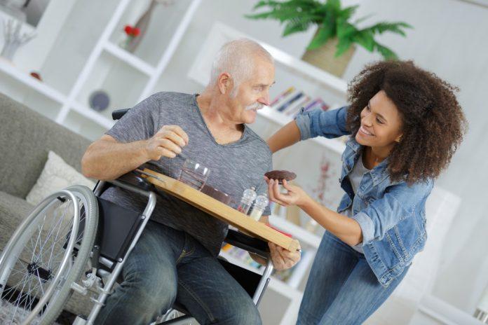 Una guida per proteggere i genitori che invecchiano a casa