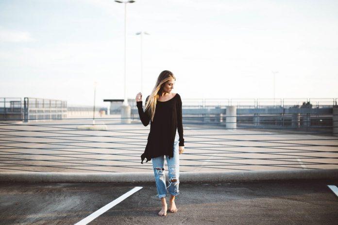 Come indossare i jeans a vita alta