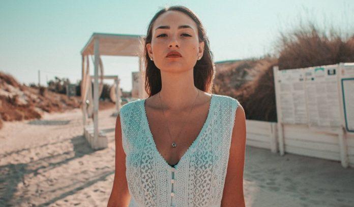 Consigli sulla moda estiva come indossare i caftani