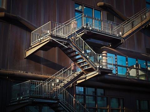 I migliori tipi di progetti di scale per case moderne